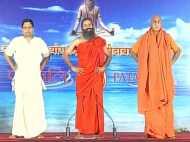 #YogaDay: फरीदाबाद में बाबा रामदेव ने कराया योगासन