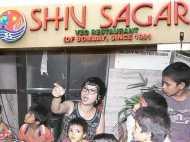 दिल्ली के 'दिल' में गरीबों की नो एंट्री, रेस्तरां ने खाना देने से किया मना