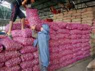 थोक मार्केट में प्याज की कीमत में रिकॉर्डतोड़ गिरावट, बिक रहा है 2 रुपए किलो