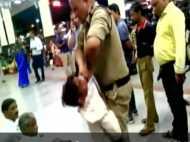 चोरी के आरोप में युवक को GRP के हेड कॉन्स्टेबल ने प्लेटफॉर्म पर घसीटा, VIDEO वायरल