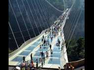 फिर खुला दुनिया का सबसे ऊंचा ग्लास ब्रिज, लेकिन हाई हील्स के साथ एंट्री नहीं