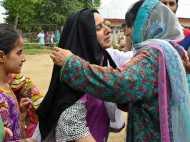 कश्मीर का वो इलाका जहां सेना का काम आसान बना रही है 'जादू की झप्पी'
