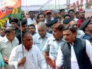 CM अखिलेश यादव का हर दांव फेल, शिवपाल को लौटाए गए सारे विभाग, गायत्री की भी वापसी