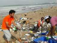 मुंबई : इस शख्स ने बीच के किनारे से साफ कर दिया 2.9 मिलियन किलोग्राम कचरा !