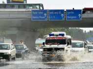 दिल्ली-NCR में झमाझम बारिश, गर्मी से मिली राहत, मुस्कुराए लोग