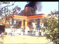 मणिपुर: कॉलेज कैंपस के अंदर स्थित ऑयल पंप पर लगी आग, लपटें देख मची अफरातफरी