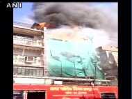 रायपुर: सदर बाजार इलाके में एक बिल्डिंग में लगी आग, फायर ब्रिगेड की पांच गाड़ियां मौके पर