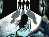 बाप और बेटे ने मिलकर 9 साल की जुड़वा बहनों से एक साल तक किया बलात्कार, मां करती थी मदद