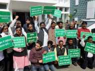 VIDEO: CNT और SPT एक्ट को लेकर झारखंड विधानसभा में हंगामा, स्पीकर पर फेंका गया जूता
