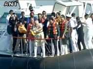 प्रधानमंत्री नरेंद्र मोदी ने अरब सागर में रखी शिवाजी स्मारक की आधारशिला