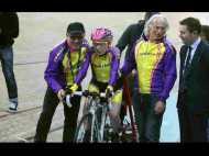 OMG! 105 साल के बुजुर्ग ने 1 घंटे में चलाई 23 किमी साइकिल, बनाया रिकॉर्ड