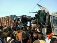तस्वीरें:मिर्जापुर में ट्रक और टैंकर में हुई भयानक भिड़ंत, 2 की मौत