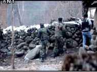 जम्मू-कश्मीर में सेना और आतंकियों के बीच मुठभेड़ जारी