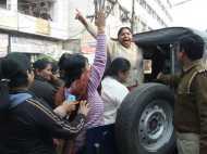 गोरखपुर: कांग्रेस कार्यकर्ता निकाल रहे थे जुलूस, पुलिस ने हिरासत में लिया