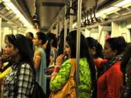 मनचले सावधान: अब मेट्रो में चाकू लेकर चलेंगी लड़कियां, लाइटर और माचिस को भी मंजूरी