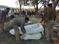 मंदिर में भीख मांगने आईं महिलाओं को मनचलों ने दी मौत! गांव में लगाया था कैंप, सुबह मिला जला हुआ शव
