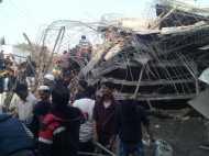 कानपुर में गिरी बिल्डिंग, 7 मरे, 12 घायल, 80 लोगों के दबे होने की आशंका