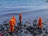 चेन्नई के बीच पर दो पोतों की टक्कर, समदंर में तेल ही तेल