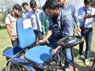 मोदी की काशी में दिव्यांग भी चलाएंगे कार, योगी के गोरखपुर में छात्रों ने किया कारनामा