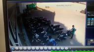 दिनदहाड़े मॉल के सामने से बाइक को कैसे उठा ले गए चोर, देखिए वीडियो