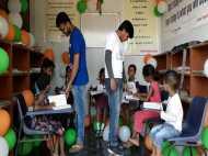 गरीब बच्चों के लिए BHU के छात्रों ने अपनी जेब खर्च से बनवाई लाइब्रेरी, देखिए तस्वीरें