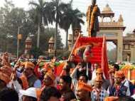 पीएम नरेंद्र मोदी के इंतजार में बीजेपी समर्थक, बीएचयू पर भारी भीड़