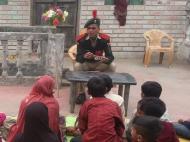 मिसाल: गांव जाकर अनपढ़ों को शिक्षा देने में लगा है शाहे आलम