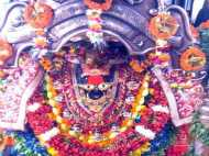 मां विंध्यवासिनी दरबार में बदली व्यवस्था, पान-गुटखा खाकर मंदिर नहीं आएंगे पंडा/ पुरोहित