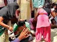 बिहार: पंचायत में महिलाओं से चलवाया जूता, वायरल हो गई तस्वीरें देखिए