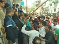 गौकशी के आरोप में दबिश डालने गई पुलिस पर पथराव, कई पुलिसकर्मी हुए घायल