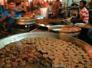 मीट की कमी से 110 साल में पहली बार बंद रही टुंडे कबाब की दुकान