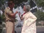 VIDEO: महिला ने दिल्ली पुलिस अधिकारी से कहा 'तेरी औकात क्या है दिखाऊं तुझे'