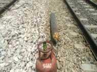 फिर हो सकता था रेल हादसा, इतनी बड़ी लापरवाही पर कैसे चुप रहता है प्रशासन?