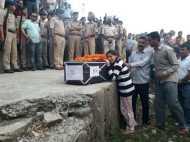 शहीद संजय कुमार का राजकीय सम्मान के साथ अंतिम संस्कार, बेटी ने पूछा देश से बड़ा सवाल