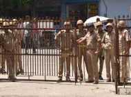 सहारनपुर का सच जानने निकले सपा नेताओं को पुलिस ने किया नजरबंद