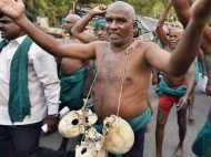 तमिलनाडु के किसानों ने कहा- सरकार ने नहीं मानी बात तो पिएंगे पेशाब, खाएंगे मल