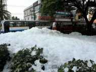देखें VIDEO: बेंगलुरू के इस झील में पानी की जगह निकल रहा है जहरीला झाग