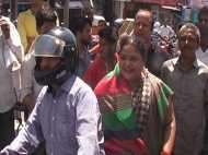बहराइच: बाइक पर निकली महिला मंत्री, जाम पर बोली अब करेंगे इसको ठीक, देखिए VIDEO