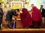 चीन की धमकियों को नजरअंदाज करते हुए दलाई लामा पहुंचे असम, यहां से जाएंगे तवांग