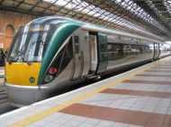VIDEO: आयरलैंड की ट्रेन में महिला ने यात्रियों से की बदसलूकी, कहा- भारत वापस जाओ