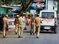 जम्मू-कश्मीर: खतरे में पुलिसवाले, सबको घर न जाने की सलाह