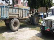 खनन माफिया उड़ा रहे हैं SC के आदेश की धज्जियां, पुलिस की मौजूदगी में दबंगई का VIDEO वायरल