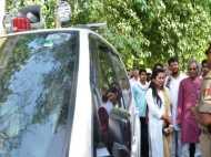 योगीराज: मोदी की काशी में लाल बत्ती वाली नेता जी की गईं पैदल