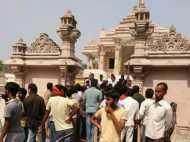 PICS: सांप्रदायिक हरकत से बिगड़ा मंदिर का माहौल, भक्तों में मची अफरा-तफरी तो बुलानी पड़ी फोर्स
