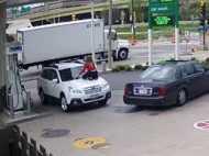 कार बचाने को लुटेरों से भिड़ी 'मर्दानी', दुम दबाकर भागे लुटेरे