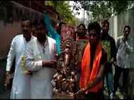 मुरादाबाद: हिंदू धर्म का त्याग कर लोगों ने नदी में बहा दी भगवान की मूर्तियां, जाने क्यों?