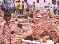 देखते-देखते दीवार के नीचे दफन हो गए 26 लोग, देखिए तस्वीरें