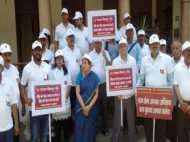 इलाहाबाद : बीजेपी विधायक के घर कर्ज वसूलने के लिए PNB ने शुरू की गांधीगिरी, देखें वीडियो