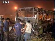Video:दिल्ली में DTC की बस में लगी आग, हुई खाक