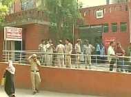 दिल्ली में स्कूल के पास गैस लीक, 110 बच्चे अस्पताल में भर्ती